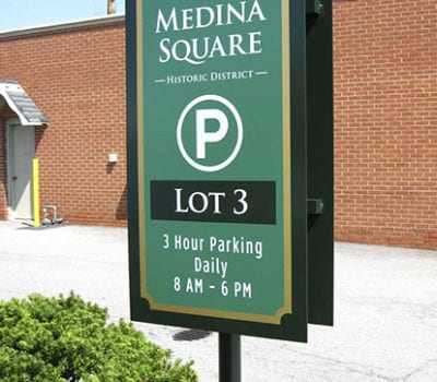 Exterior parking sign for Medina Square in Medina Ohio